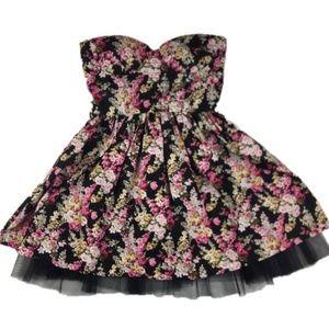 Sans Souci Floral Scaloped Short Casual Dress